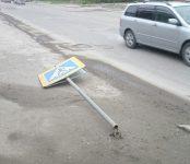 Два дня лежит «пешеход» на тротуаре в Бердске