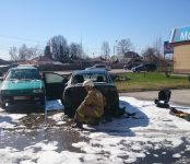 «Мазда-3» загорелась во время движения в Бердске