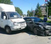 ГАЗель и «Ниссан» столкнулись на ул. Ленина в Бердске