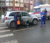 Женщину с зонтиком сбила «Тойота» на «зебре» в Бердске