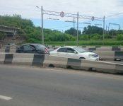 Лёгкое столкновение авто под мостом в Бердске спровоцировало немалую пробку на трассе Р-256