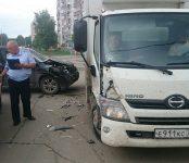 Продуктовый 5-тонник устроил столкновение на перекрёстке в Бердске