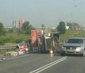 Фотофакт: ГАЗ-53 с пивом перевернулся между Ложками и Евсино