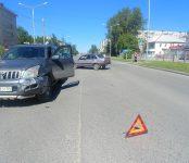 «Тойота Лэнд Крузер» таранила «дуплет» на перекрёстке в Бердске