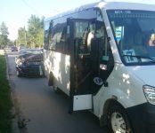 «Пежо» догнал маршрутку у перекрёстка в Бердске