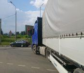 Фура из Казахстана заблокировала на час въезд-выезд из Бердска