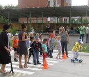 Как вести себя у дороги учат детсадовцев Бердска