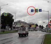 Фотофакт: Указания дорожных знаков на аварийно-опасном перекрёстке в Бердске противоречат друг другу