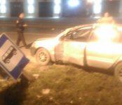Видеофакт: «Мицубиси Лансер», уходя от полицейской погони, сбил столб в центре Бердска