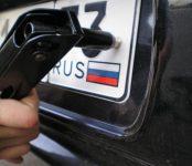 Сотрудникам ГИБДД Путин запретил снимать номера с машин