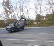 Внедорожник перевернулся на трассе Р-256 после столкновения с ВАЗом и грузовиком