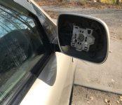 Неизвестные слили бензин с машин в Микрорайоне и скрутили зеркало с Lexus в центре Бердска
