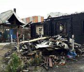 Из-за короткого замыкания в «Хонде» сгорели два дома в Бердске