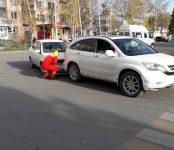 Автоледи с ребёнком на «Тойоте» догнала мужчину на «Хонде» в Бердске