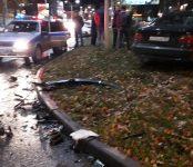 BMW и KIARio жёстко столкнулись в центре Бердска