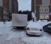 Доставщик хлеба на «газели» зацепил легковушку в Бердске