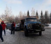Грузовой ЗИЛ наехал на припаркованную иномарку в Бердске