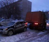 Мусоровоз наехал на «Тойоту», а девушка на легковушке таранила «УАЗ-буханку» в Бердске