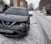 Из-за колеи столкнулись два авто в Бердске