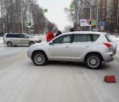 Выезжая от «Монетки» в Бердске, MitsubishiChariot таранил в бок Toyota RAV-4