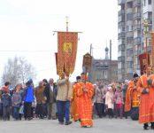 Крестный ход блокирует автомобильное движение в Бердске