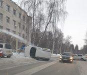 Водитель такси перевернул авто в Академгородке