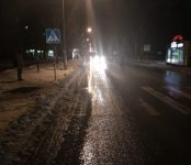 Разыскивается водитель, сбивший женщину на «зебре» в микрорайоне ОбьГЭС