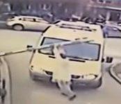 Врача неотложки, сломавшего ради здоровья пациента шлагбаум в Новосибирске, предложили наградить