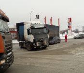 Девушка на «Хонде» таранила фуру «Вольво» на въезде в Бердск