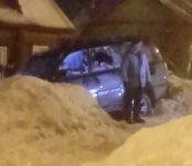 Угнал с автомойки «Лексус» и врезался на нём в забор житель Бердска