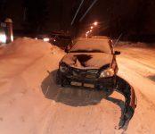 «Тойота» сбила дорожный знак про пешеходов в Бердске