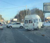 Междугородняя маршрутка из Бердска попала в ДТП на трассе