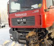 Пострадал водитель легковушки в столкновении с грузовиком у Поклонного креста в Бердске