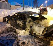 Второй автомобиль «Mitsubishi» сгорел из-за короткого замыкания вечером в Бердске