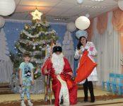 Полицейский Дед Мороз и Снегурочка посетили воспитанников детского сада в Новосибирской области