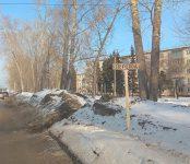 Пешеходы сами «обустроили» переход через дорогу в Бердске