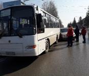 Автоледи на «Хонде» наехала на автобус №6 в центре Бердска