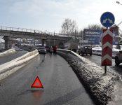 Несерьёзное ДТП под мостом в Бердске организовало серьёзную пробку на трассе