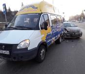 В ДТП с маршруткой в Бердске попала женщина на легковушке с 12-летней дочерью