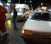 В центре Бердска «девятка» не разъехалась с 12-й маршруткой