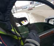 Госавтоинспекторы прочитали нечитаемые номера и пообщались с водителями тонированных авто в НСО