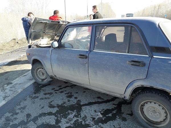 Улетел в кювет в тройном ДТП Ford у Поклонного креста в Бердске