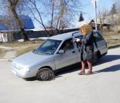 ВАЗ провалился в люк в центре Бердска