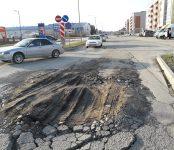 В новом месте «поплыла» проезжая часть улицы Лунная в Бердске