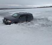 Автомобиль провалился под лёд в Новосибирской области