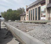 «Стихийные» парковки ликвидируют вдоль улицы Лунная в Бердске