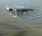 В кювете с водой скончался 71-летний водитель «Волги» после ДТП под Венгерово