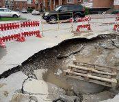 После субботнего дождичка рухнула дорога у «Орбиты» в Бердске