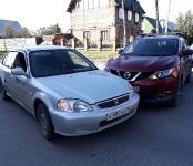 В «Хонду» от Яндекс.Такси врезался «Кашкай» в Бердске