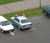 Мальчик играл и повредил чужой автомобиль в Бердске